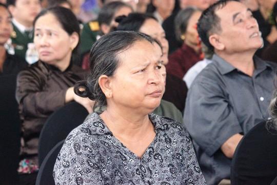Người dân quê nhà rơi lệ xem Lễ truy điệu Chủ tịch nước Trần Đại Quang - Ảnh 7.