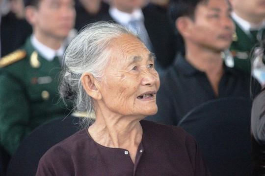 Người dân quê nhà rơi lệ xem Lễ truy điệu Chủ tịch nước Trần Đại Quang - Ảnh 6.