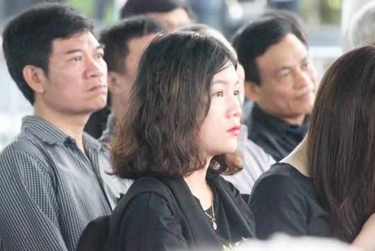 Người dân quê nhà rơi lệ xem Lễ truy điệu Chủ tịch nước Trần Đại Quang - Ảnh 14.