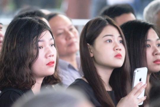 Người dân quê nhà rơi lệ xem Lễ truy điệu Chủ tịch nước Trần Đại Quang - Ảnh 15.