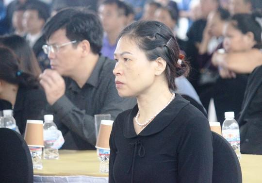 Người dân quê nhà rơi lệ xem Lễ truy điệu Chủ tịch nước Trần Đại Quang - Ảnh 16.
