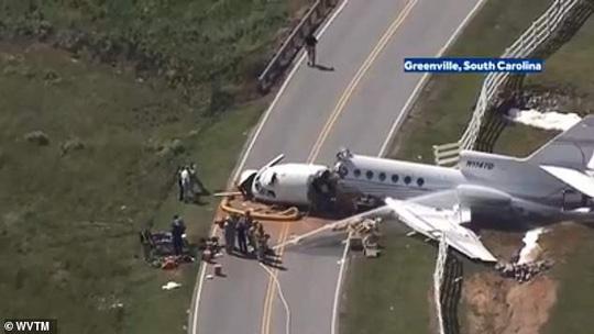 Trượt đường băng, máy bay gãy đôi, cả 2 phi công thiệt mạng - Ảnh 6.