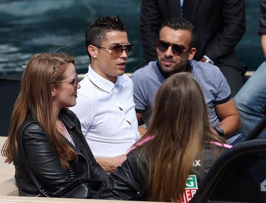 Ronaldo bị tố cáo dùng tiền ém một vụ cưỡng dâm - Ảnh 4.