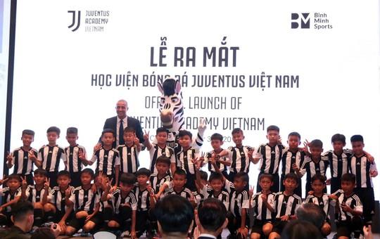 Trezeguet hâm nóng ngày ra mắt Học viện Juventus Việt Nam - Ảnh 1.