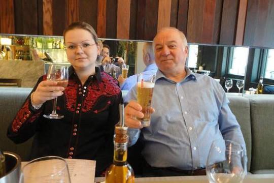 Vụ đầu độc điệp viên 2 mang Sergei Skripal: Anh buộc tội 2 người Nga - Ảnh 2.