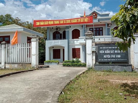 Khai trừ Đảng cựu chủ tịch xã, cảnh cáo phó viện kiểm sát huyện Phú Ninh - Ảnh 1.