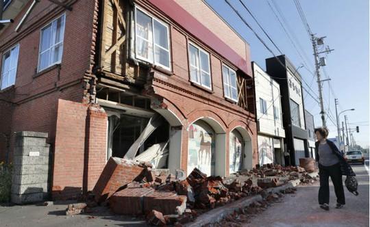 Nhật Bản: Động đất mạnh, hàng trăm cuộc gọi báo người mất tích - Ảnh 1.