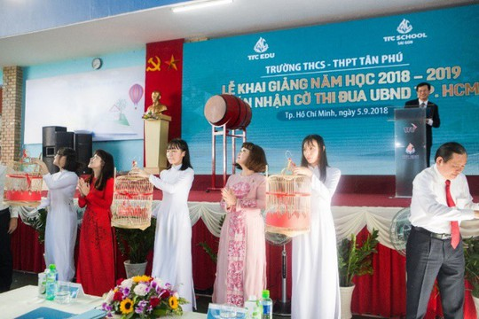 Trường THCS - THPT Tân Phú khai giảng năm học mới - Ảnh 2.