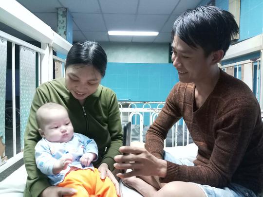 Chuyện hy hữu: Cháu bé có quả tim bên phải - Ảnh 1.