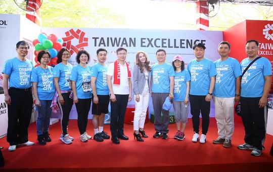 Choáng ngợp với 8.000 VĐV ở Giải Marathon TP HCM 2018 - ảnh 16