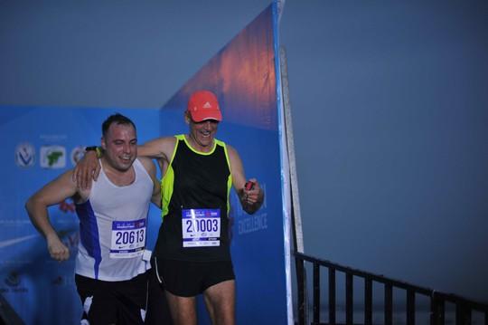 Choáng ngợp với 8.000 VĐV ở Giải Marathon TP HCM 2018 - ảnh 5