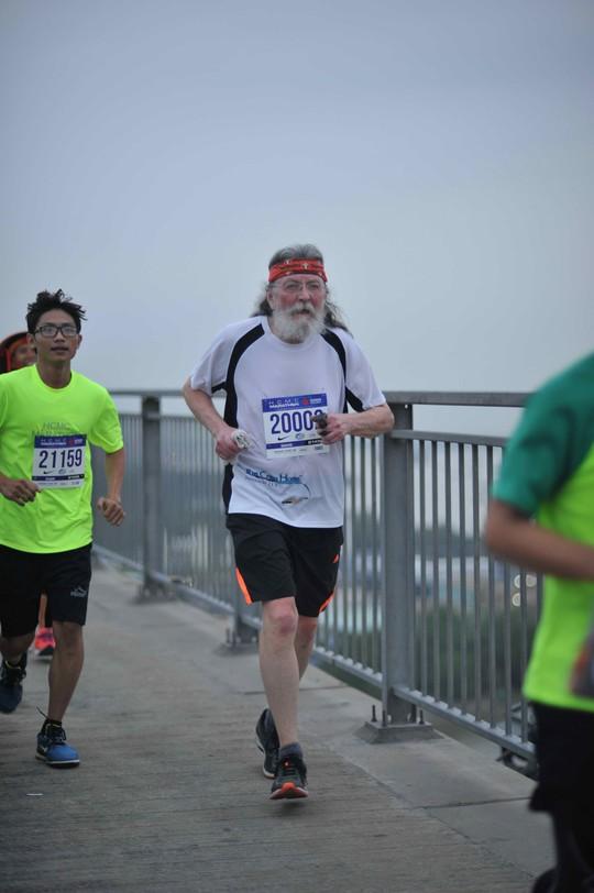 Choáng ngợp với 8.000 VĐV ở Giải Marathon TP HCM 2018 - ảnh 6
