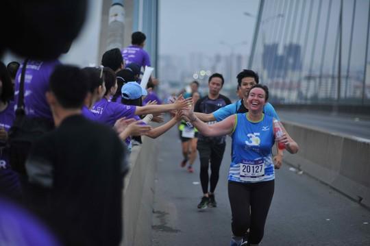 Choáng ngợp với 8.000 VĐV ở Giải Marathon TP HCM 2018 - ảnh 7