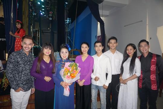 NSND Bạch Tuyết xúc động trao học bổng Nhạc sĩ Bắc Sơn - Ảnh 6.
