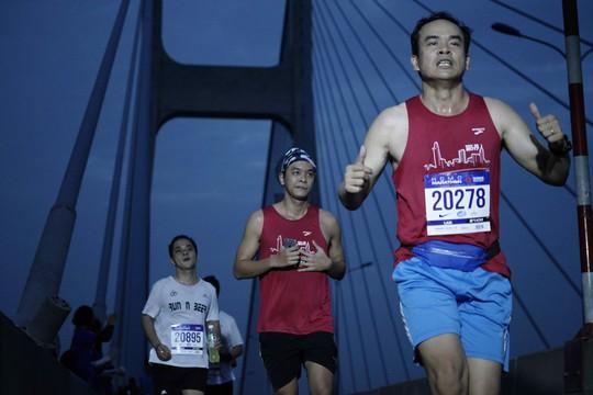 Choáng ngợp với 8.000 VĐV ở Giải Marathon TP HCM 2018 - ảnh 9