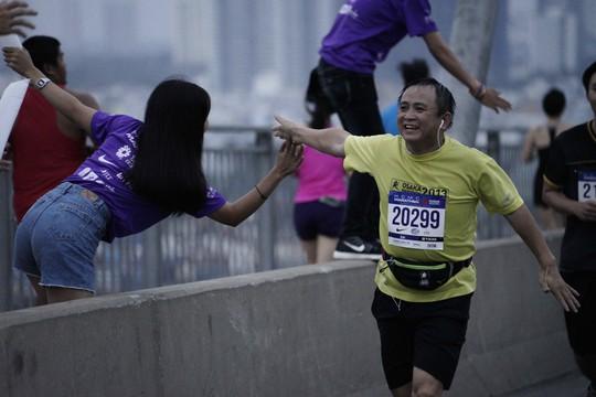Choáng ngợp với 8.000 VĐV ở Giải Marathon TP HCM 2018 - ảnh 10