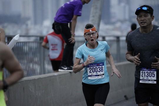 Choáng ngợp với 8.000 VĐV ở Giải Marathon TP HCM 2018 - ảnh 11