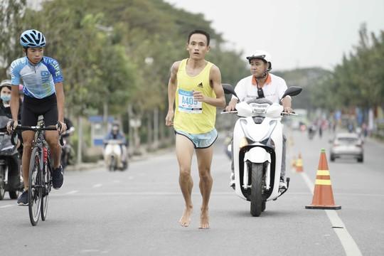 Choáng ngợp với 8.000 VĐV ở Giải Marathon TP HCM 2018 - ảnh 14