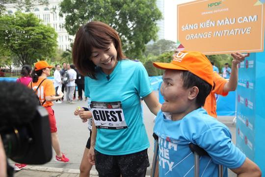 Choáng ngợp với 8.000 VĐV ở Giải Marathon TP HCM 2018 - ảnh 2