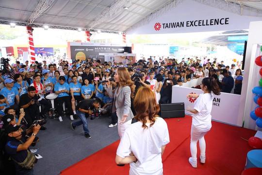 Choáng ngợp với 8.000 VĐV ở Giải Marathon TP HCM 2018 - ảnh 18