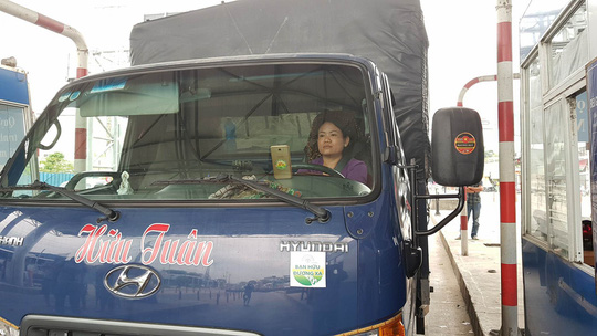 Nữ tài xế xe tải lại oanh tạc, BOT T2 tiếp tục xả trạm - ảnh 1