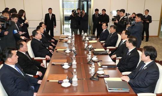 Ca ngợi đàm phán liên Triều, Mỹ vẫn bán tên lửa cho Nhật - Ảnh 2.