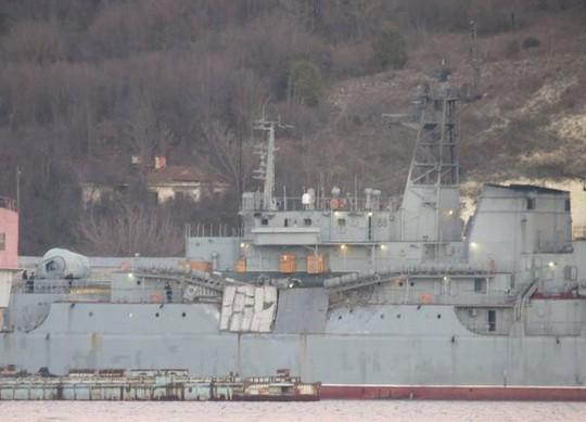Tàu đổ bộ Nga va chạm tàu hàng - Ảnh 1.
