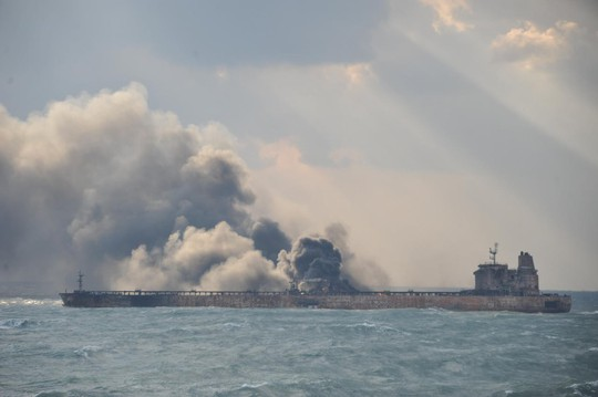 Tàu đổ bộ Nga va chạm tàu hàng - Ảnh 2.