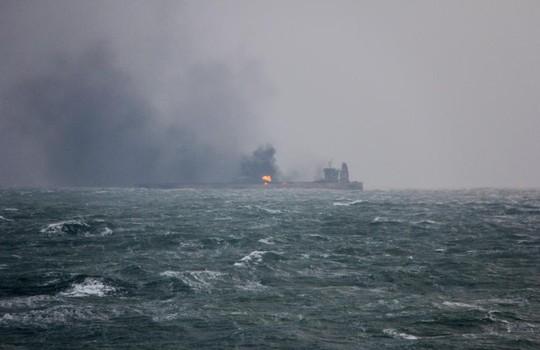 Tàu đổ bộ Nga va chạm tàu hàng - Ảnh 3.