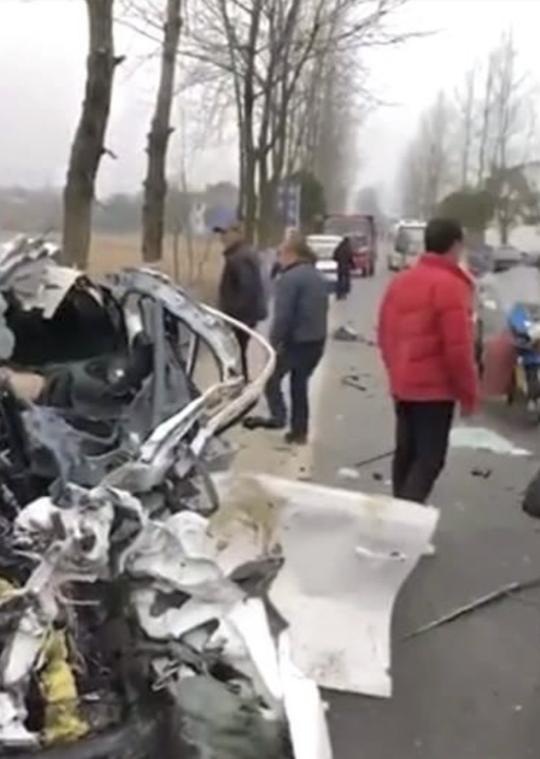 Cướp xe được 10 phút thì đâm vào xe tải tử vong - Ảnh 2.