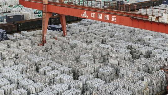 Trung Quốc sắp mất ngôi cường quốc xuất khẩu - Ảnh 1.