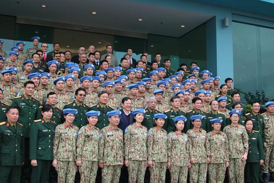 Bật mí về khổ luyện tại bệnh viện dã chiến tham gia lực lượng mũ nồi xanh - Ảnh 5.