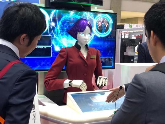 Hướng dẫn viên... robot - Ảnh 1.