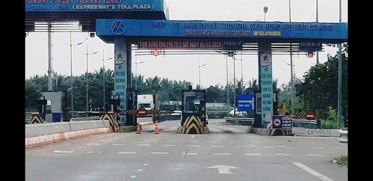 Tuyến cao tốc TP HCM - Trung Lương đang như... đường làng! - Ảnh 3.