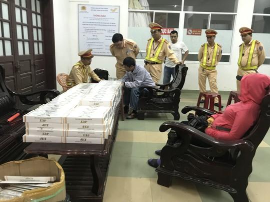 Đà Nẵng: Bắt giữ xe khách vận chuyển 1.790 gói thuốc Jet nhập lậu - Ảnh 1.