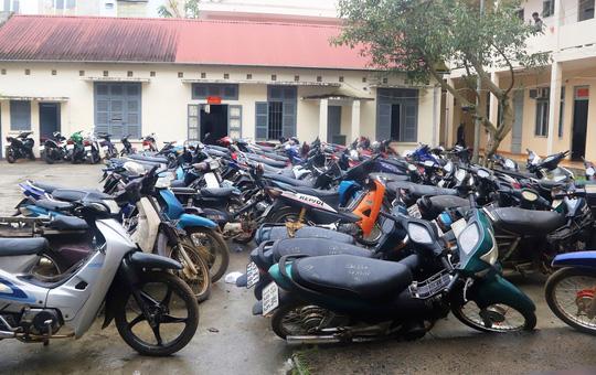 Phát hiện hàng chục xe máy trộm cắp trong tiệm cầm đồ không phép - Ảnh 1.