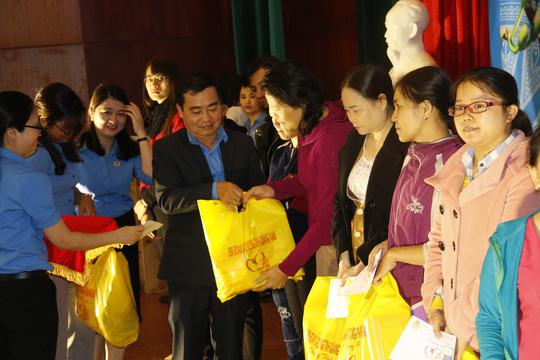 Tết sum vầy ấm áp, hơn 3,5 tỉ đồng đến với công nhân Quảng Nam - Ảnh 4.