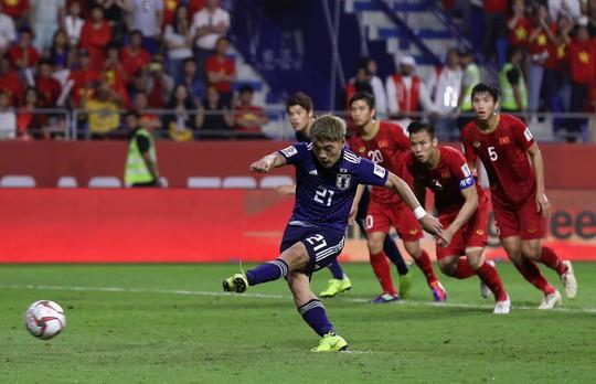 Báo chí quốc tế: Băn khoăn với VAR sau thất bại của tuyển Việt Nam - Ảnh 3.
