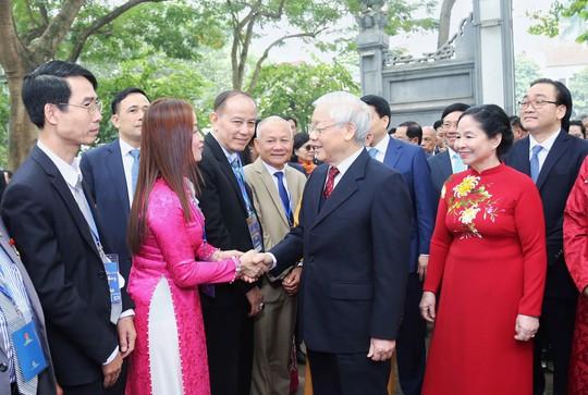 Tổng Bí thư, Chủ tịch nước thả cá chép tiễn ông Táo ở Hồ Gươm - Ảnh 3.