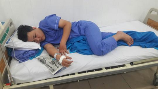 Vụ hơn 25 người ngộ độc thực phẩm ở Đà Nẵng: Tạm đình chỉ một lò bánh mì - Ảnh 2.