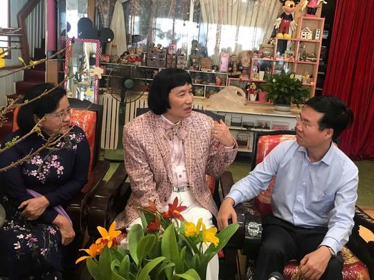 Trưởng Ban Tuyên giáo Trung ương Võ Văn Thưởng chúc Tết NSƯT Minh Vương - Ảnh 2.