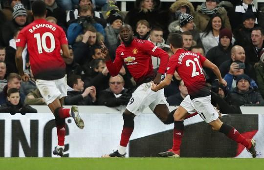Lukaku, Rashford ghi bàn, Man United bay cao ở St.James' Park - Ảnh 5.