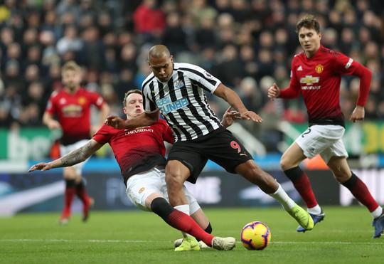 Lukaku, Rashford ghi bàn, Man United bay cao ở St.James' Park - Ảnh 2.