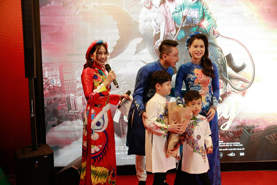 Vợ chồng Lâm Vỹ Dạ - Hứa Minh Đạt mang 2 con đến Táo quậy - Ảnh 7.