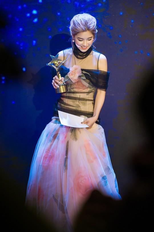 2 ngày, Hoàng Yến Chibi nhận  3 giải thưởng nghệ thuật - Ảnh 3.