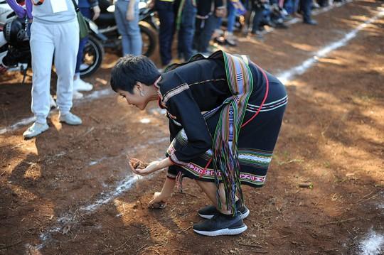 Những hình ảnh chân chất của Hoa hậu H'Hen Niê khi trải lòng với buôn làng - Ảnh 8.