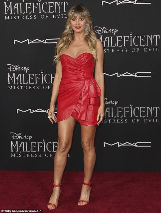 Pax Thiên tháp tùng mẹ nuôi Angelina Jolie trên thảm đỏ - Ảnh 10.