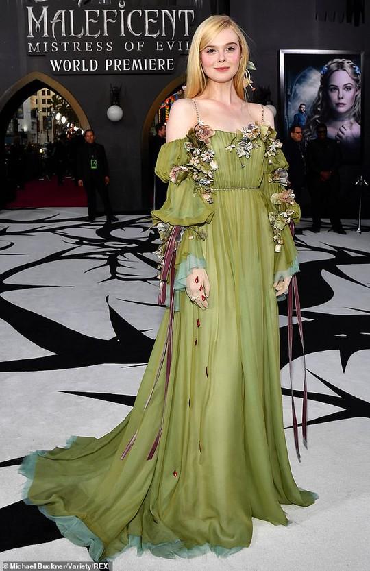 Pax Thiên tháp tùng mẹ nuôi Angelina Jolie trên thảm đỏ - Ảnh 9.