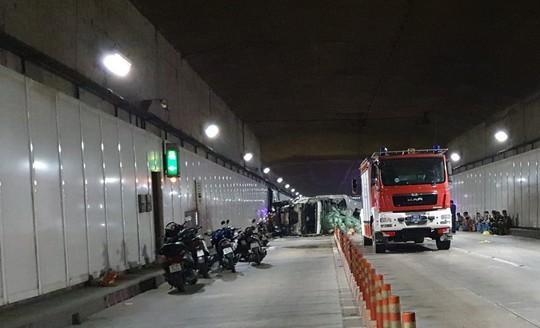 Giám đốc hầm sông Sài Gòn nói gì về vụ xe tải tông liên hoàn gữa hầm? - Ảnh 2.