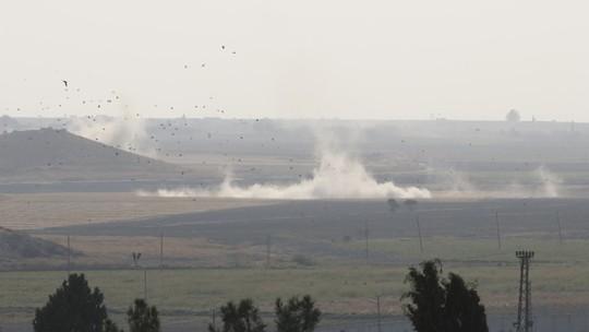 Thổ Nhĩ Kỳ triển khai bộ binh vào Syria, ông Trump lại dọa phá hủy - Ảnh 4.
